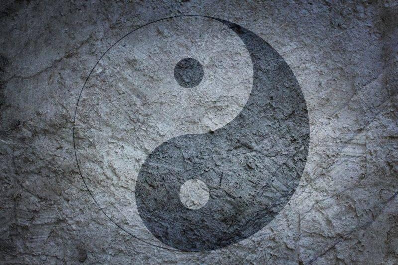 Yin Yang sur fond gris