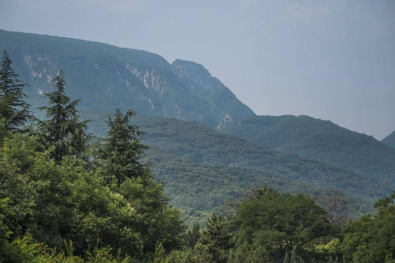 Montagnes près du temple bouddhiste de Shaolin