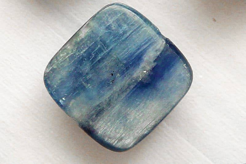 Pierre polie de cyanite