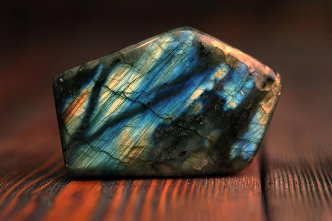 Chakras Shop Labradorite : Vertus et propriétés en lithothérapie https://www.chakras-shop.com/guide-des-pierres/labradorite/