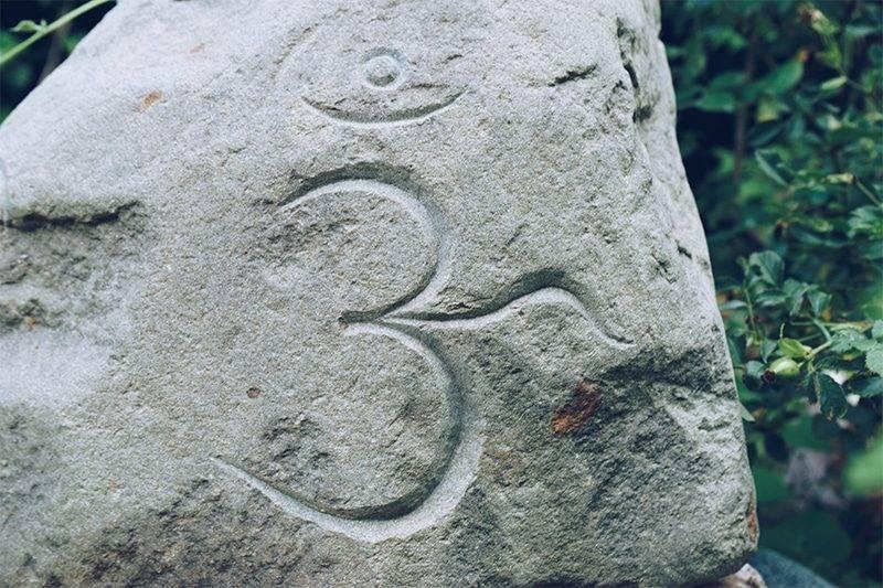 Significations du symbole tibétain om (ou aum) https://www.chakras-shop.com