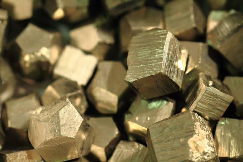 Pierres de pyrite travaillées