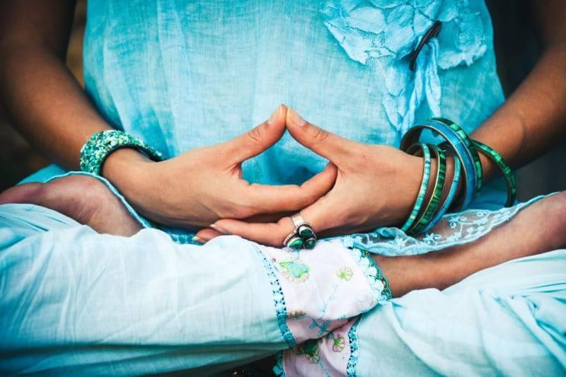 Main en signe de méditation