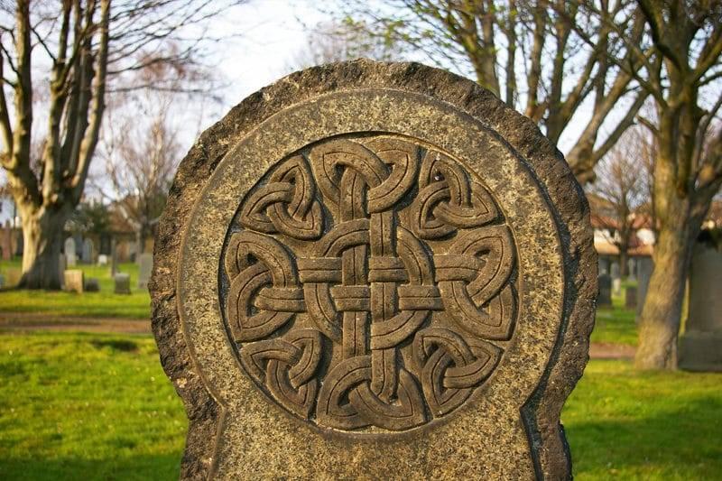 Noeud celtique sur une pierre tombale