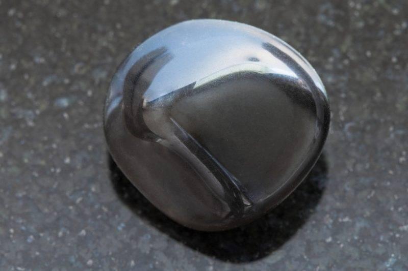 Pierre polie d'obsidienne