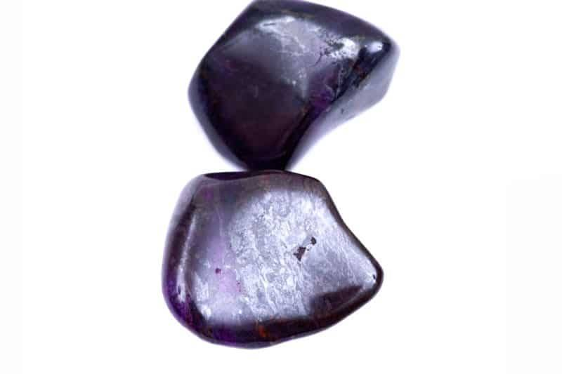 Deux pierres polies de sugilite