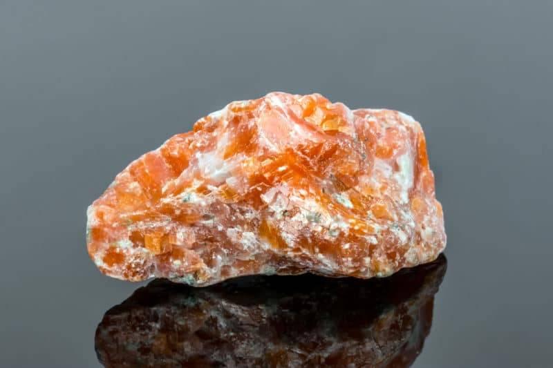 Bloc naturel de calcite orange