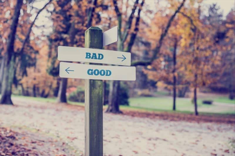 Panneau avec écrit Bad Good