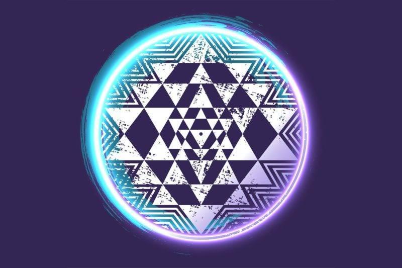 Symbole du Sri Yantra sur fond violet