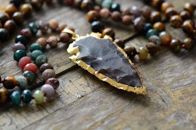 Collier Mala oeil de tigre et flèche en Onyx Bijoux homme en pierre naturelle Bijoux pierre naturelle Collier pierre naturelle Nom de marque: Chakra shop