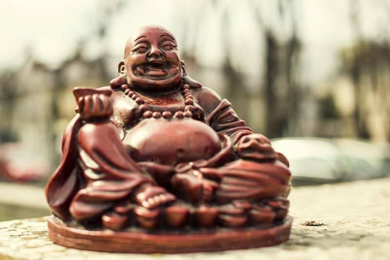 Statuette d'un Bouddha rieur