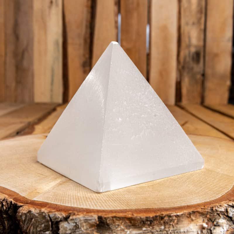Pyramide de sélénite